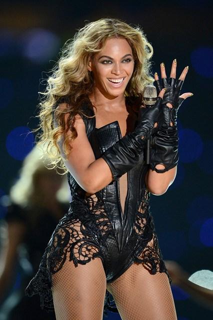 Beyonce_V_4Feb13_pa_P_b_426x639
